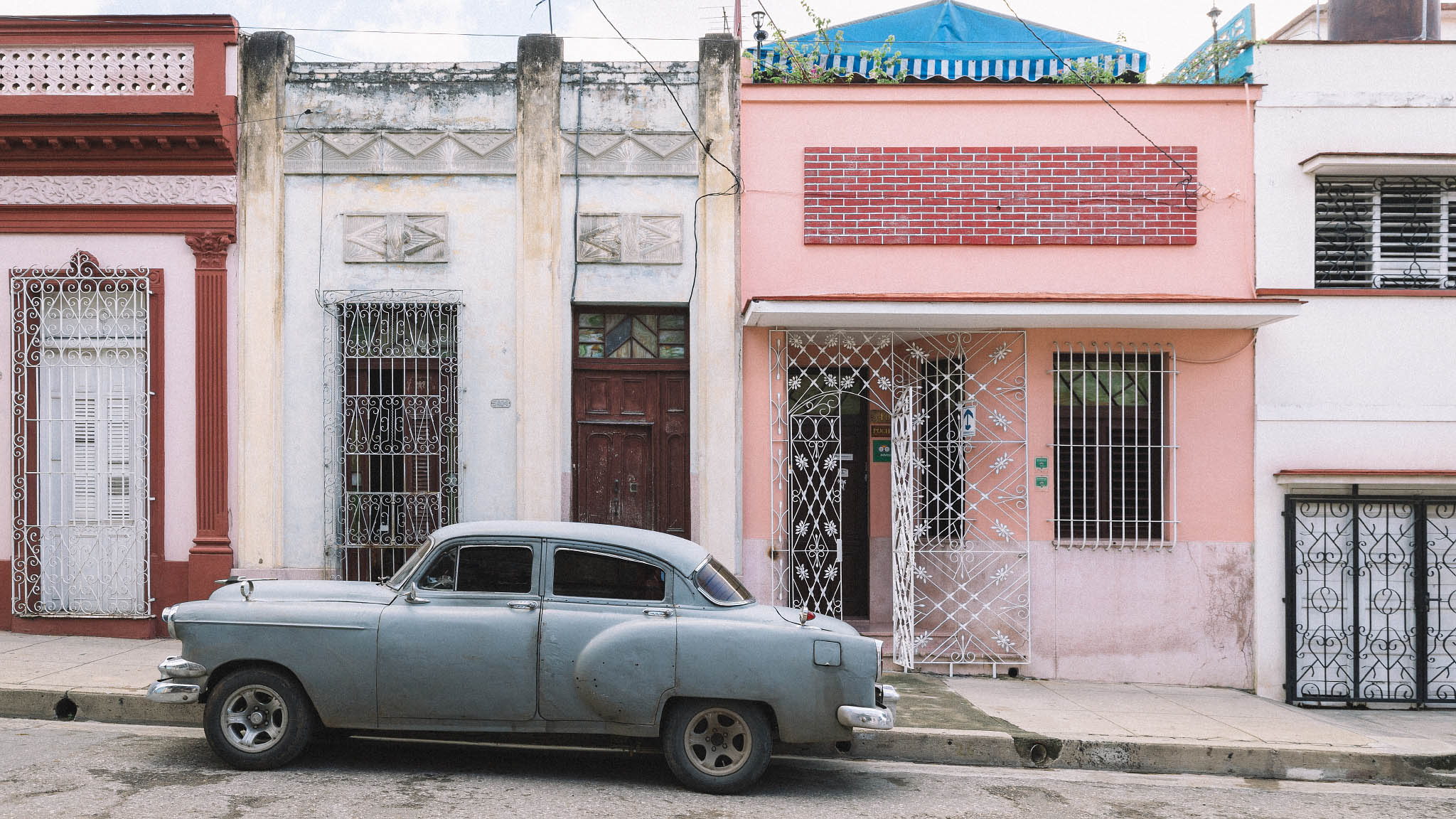 Vintage car in Cienfuegos